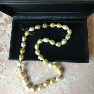 Jewelry - Majorica Style Baroque Pearl Necklace